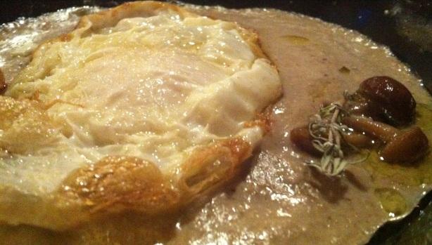 El plato del chef ha muerto en el dinosaurio todavía estaba allí